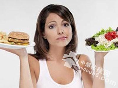 人中<a href=http://www.qudou86.com/tag/changdou/ target=_blank >长<a href=http://www.qudou86.com/tag/dou_3982/ target=_blank >痘</a></a>的<a href=http://www.qudou86.com/tag/yuanyin/ target=_blank >原因</a>二、不注意饮食