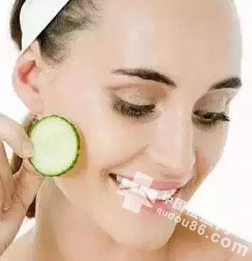 夏天皮肤不油不长痘痘,皮肤水嫩的方法